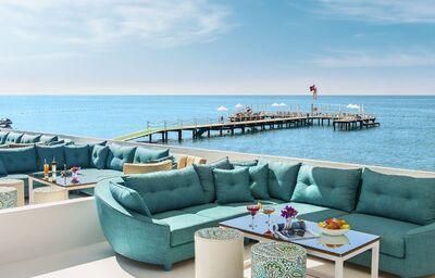 Príjemné posedenie s výhľadom na more v hoteli Rixos Premium Belek