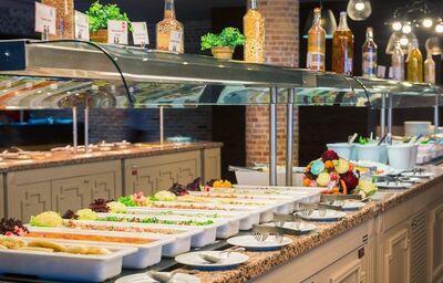 Švédske stoly v hoteli Porto Angeli