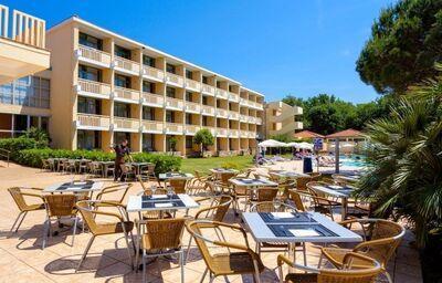 Vonkajšie posedenie v hoteli Sol Aurora