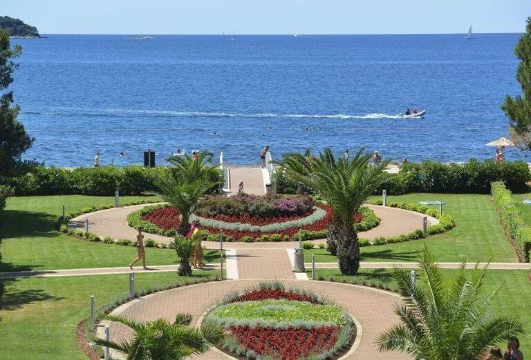 Parčík a záhrada v hoteli Laguna Materada