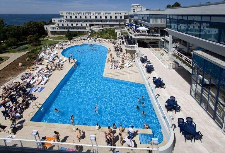 Hotel Delfin s bazénom