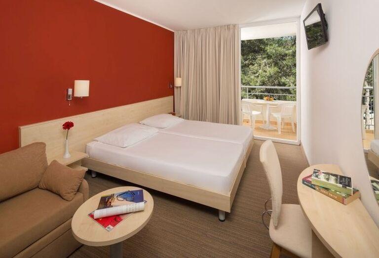 Izba s výhľadom do záhrady v hoteli Allegro