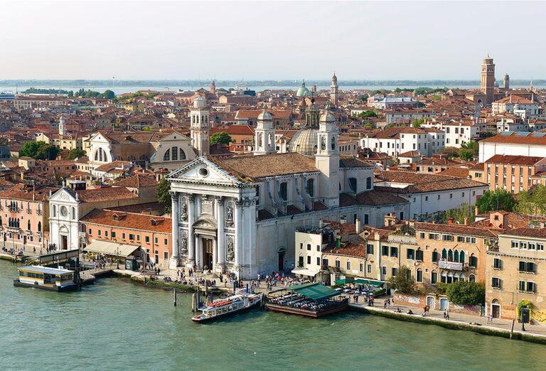Výletná Loď MSC Musica - Z Benátok na Mykonos - pohľad na mesto