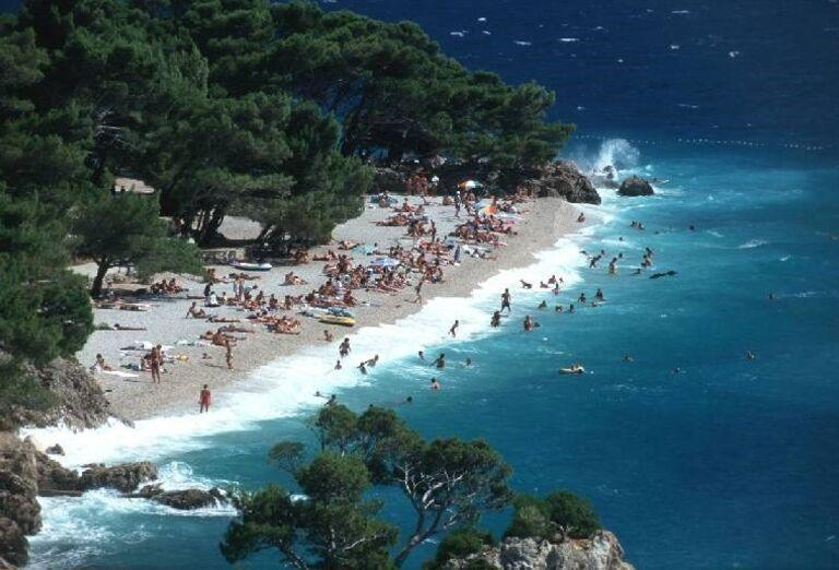 More s vlnami a pláž hotela Bluesun Marina