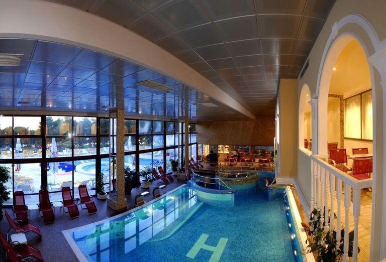 Vnútorný bazén hotela Horizont