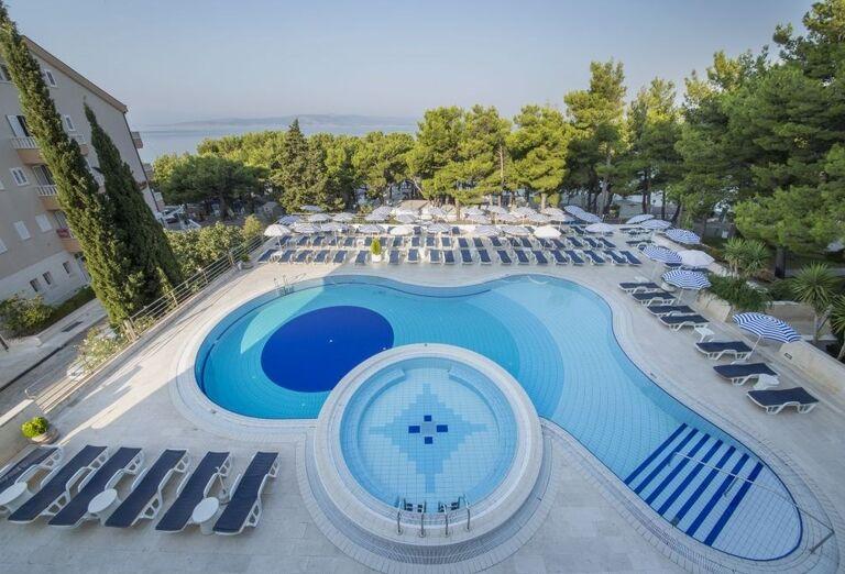 Vonkajší bazén v hoteli Horizont