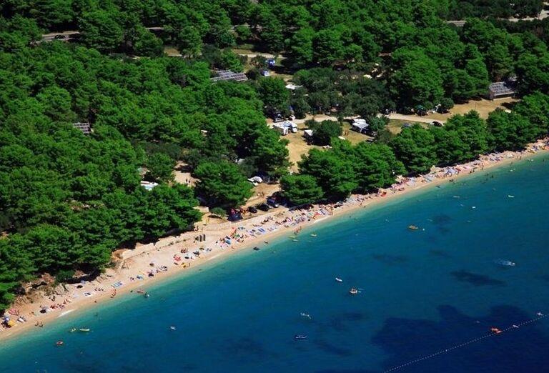 Pláž pred hotelom Sensimar Adriatic Beach Resort