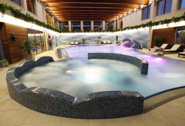 Bazén s vírivkou v hoteli Wellness Hotel Diplomat