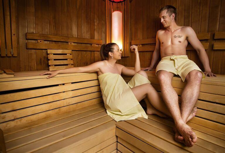 Párik vo fínskej saune
