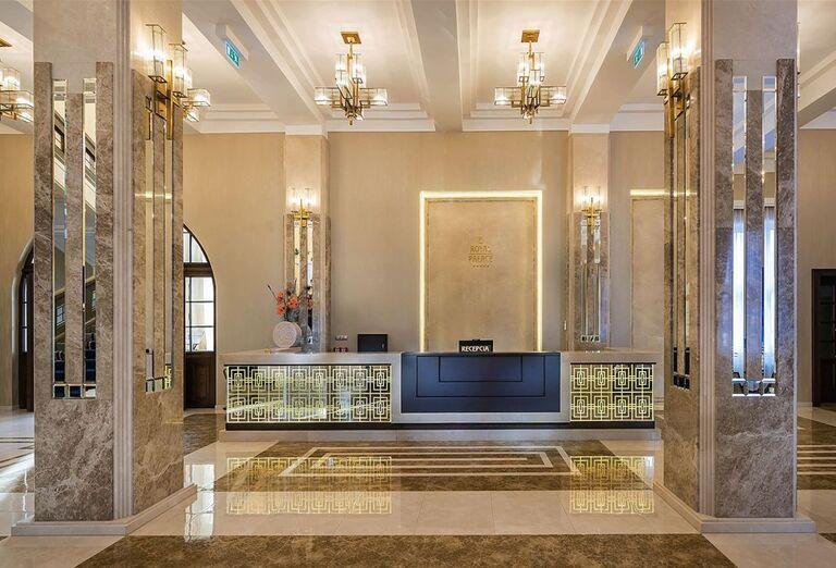 Recepcia na hoteli Royal Palace