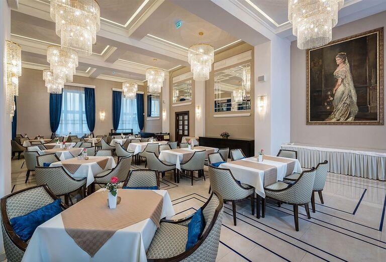 Posedenie v hoteli Royal Palace