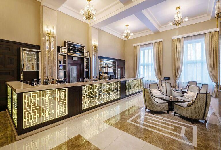 Lobby bar v hoteli Royal Palace