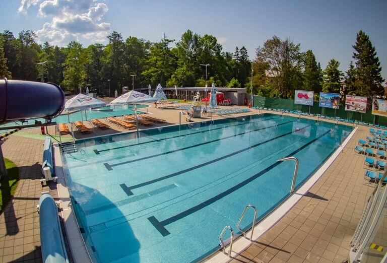 Plavecký bazén v liečebnom dome Veľká Fatra