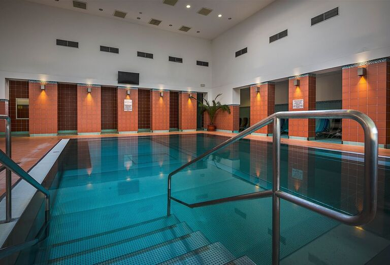 Vstup do bazéna v liečebnom dome Veľká Fatra