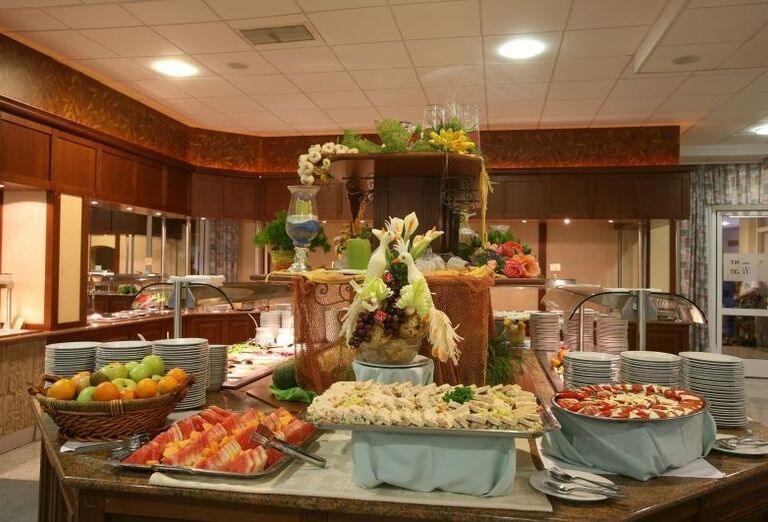 Švédske stoly v hoteli Corinthia