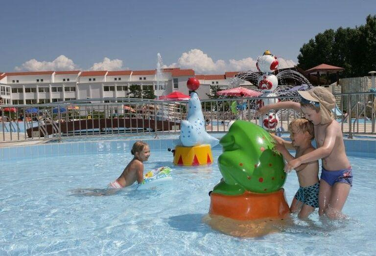 Atrakcie v detskom bazéne v hoteli Corinthia