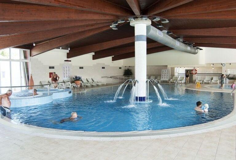 Vnútorný bazén v hoteli Corinthia