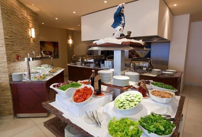 Zeleninové bufetové stoly v hoteli Blue Waves Resort