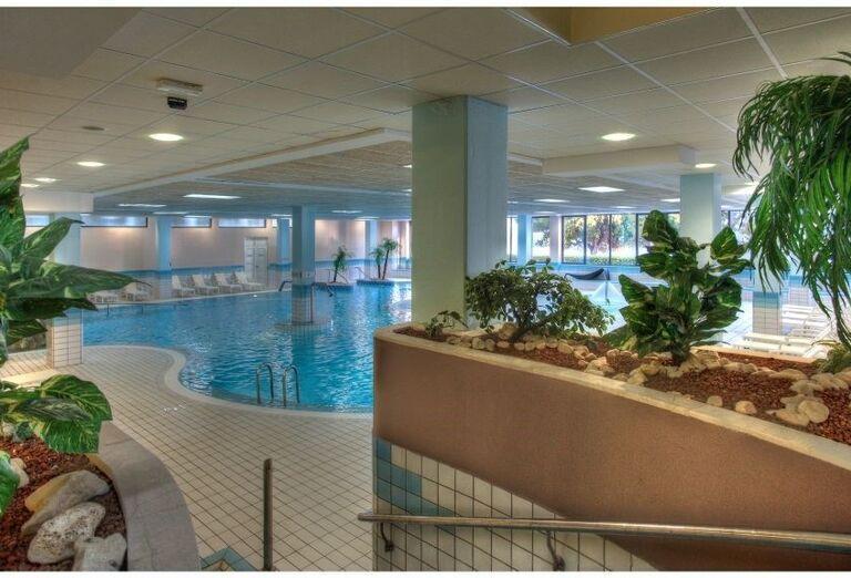 Vnútorné bazéne v hoteli Pinija