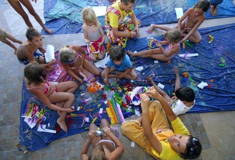 Deti pri kreatívnych hrách