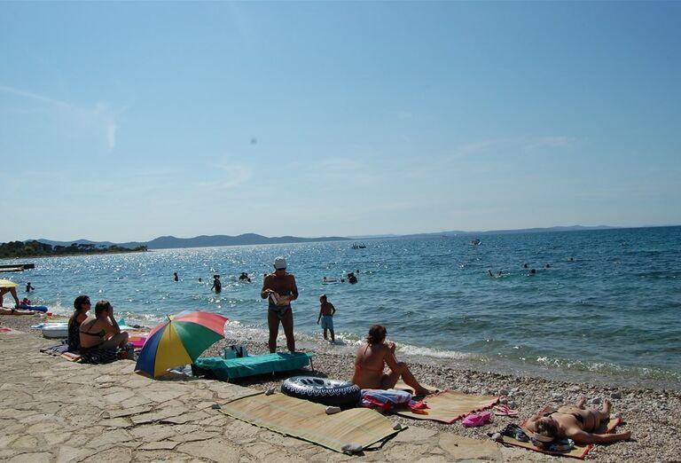 Oddych na pláži hotela Donat