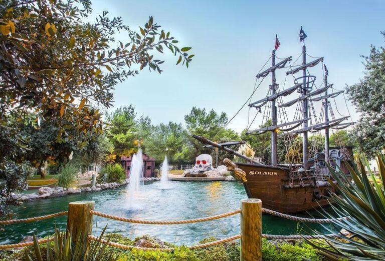 Jazierko s pirátskou ľoďou