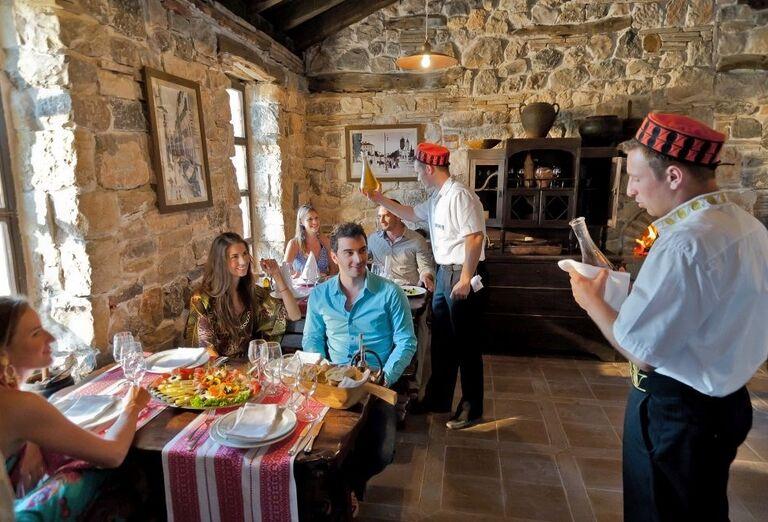 Rodina na obede v hoteli Amadria Park Ivan