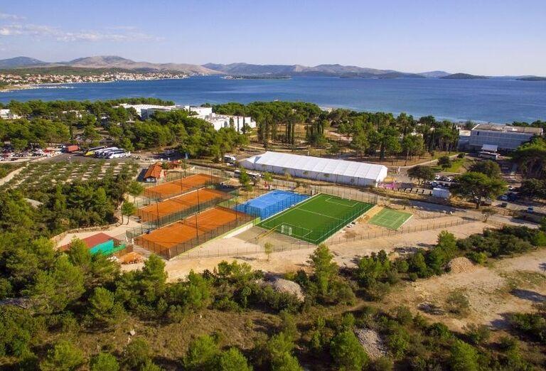 Pohľad na ihriská hotela Amadria Park Ivan