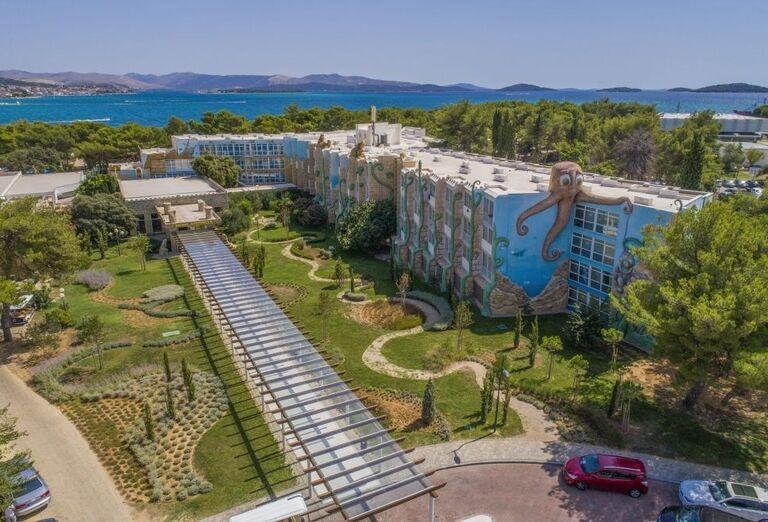 Zeleň v okolí hotela Amadria Park Adrija