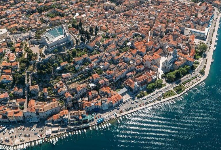 Mestečko s prístavom