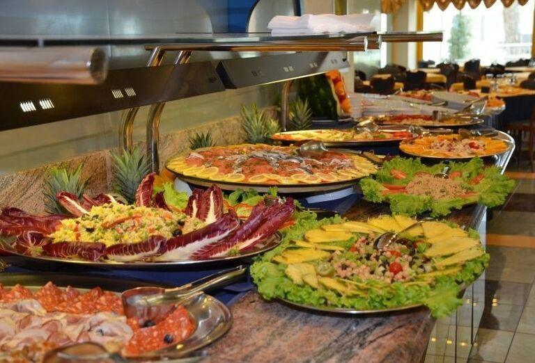 Chutné švédske stoly v hoteli Luna
