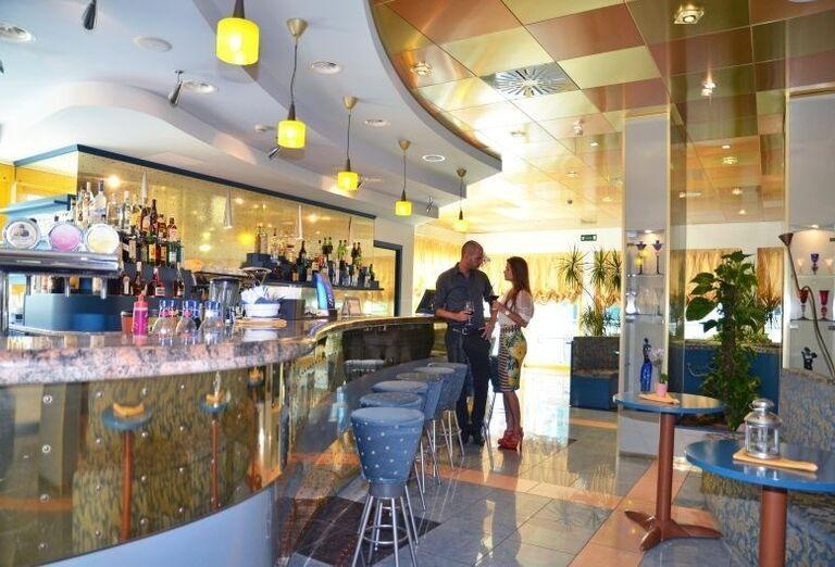 Lobby bar v hoteli Luna
