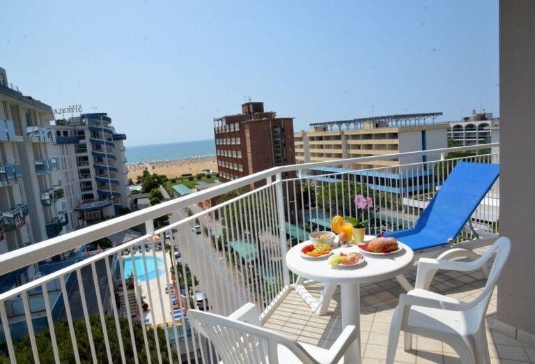 Terasa s výhľadom na more v hoteli Luna