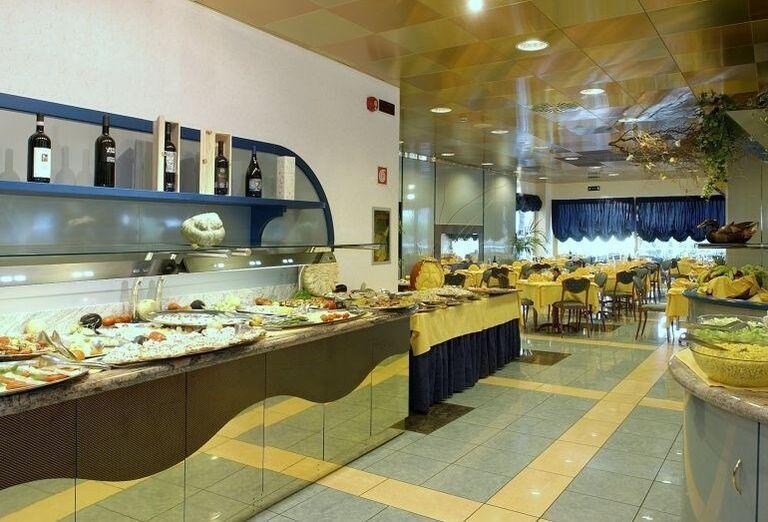 Švédske stoly v hoteli Luna