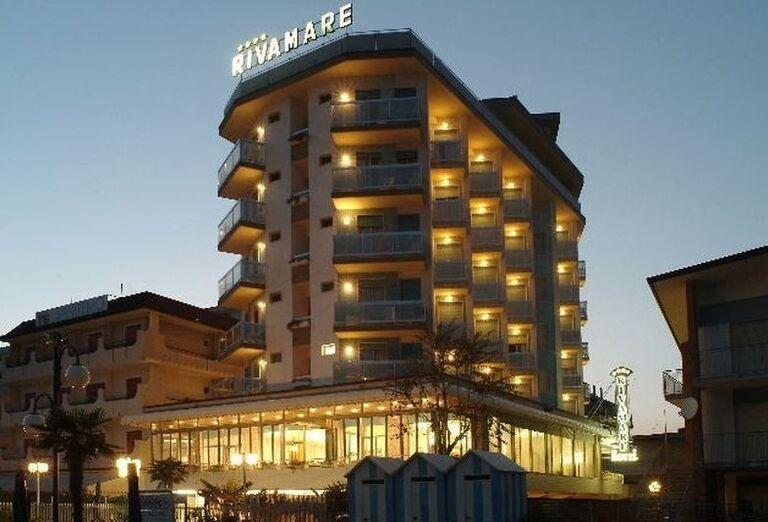 Pohľad na hotel Rivamare