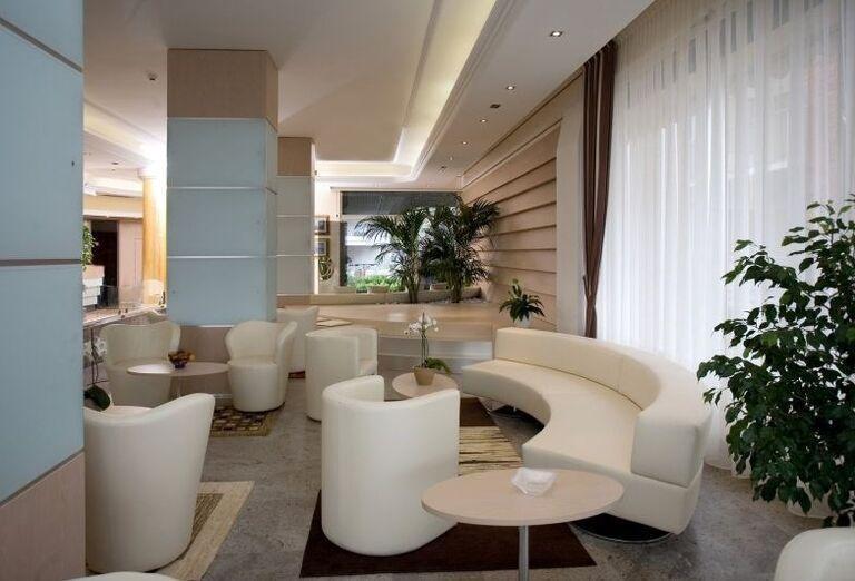 Posedenie v hoteli Rivamare