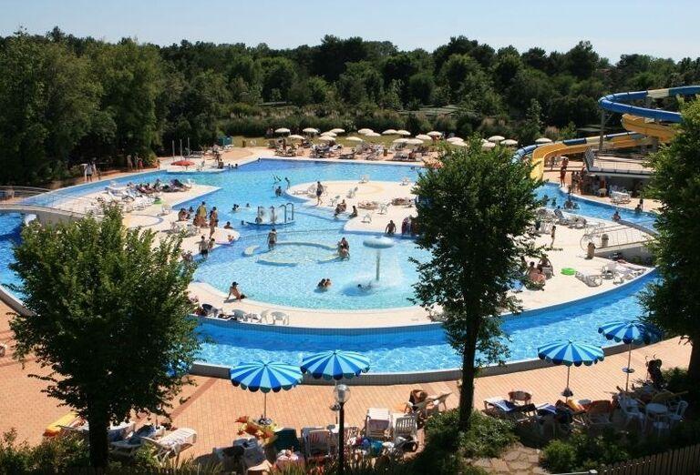 Bazény s vodnými atrakciami