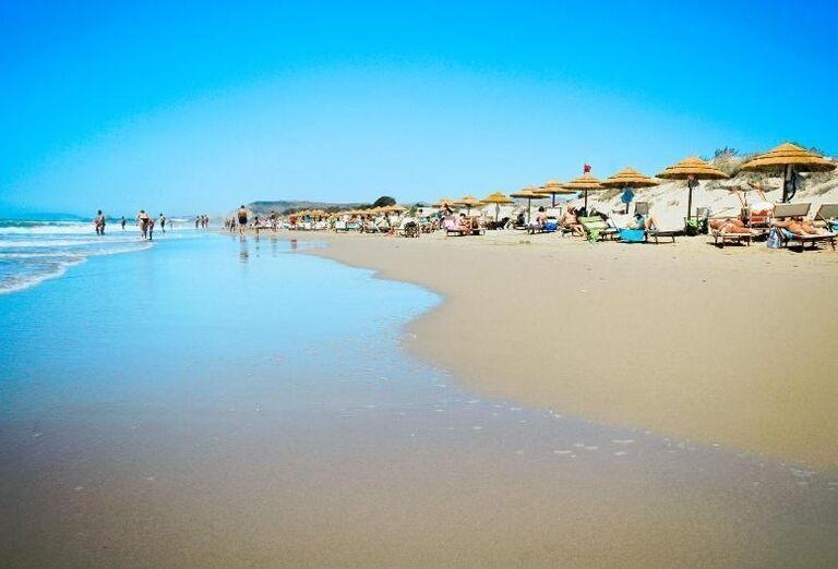 pláž v hoteli Sikania Resort and Spa