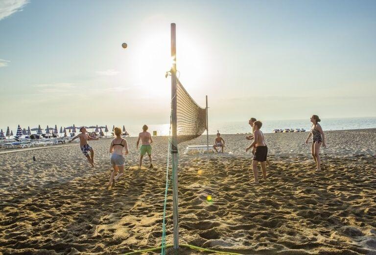 Plážový volejbal pred hotelom Valtur Garden Calabria