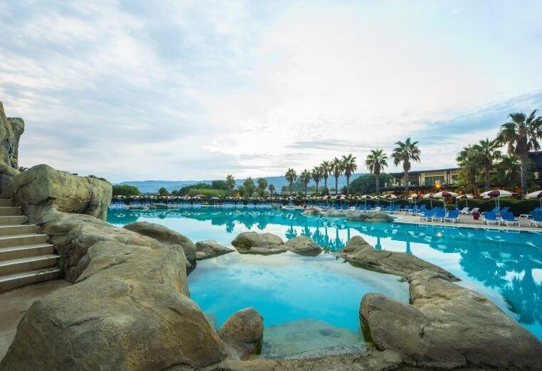 Netradičný bazén hotela Valtur Garden Calabria