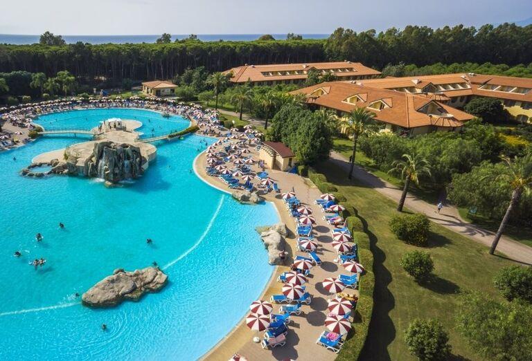 Relax pri bazéne v hoteli Valtur Garden Calabria