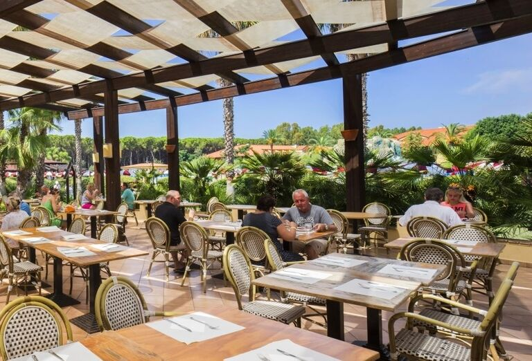 Posedenie na vonkajšej terase v hoteli Valtur Garden Calabria