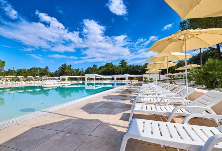 Apartmány Sol Amfora - lehátka pri bazéne