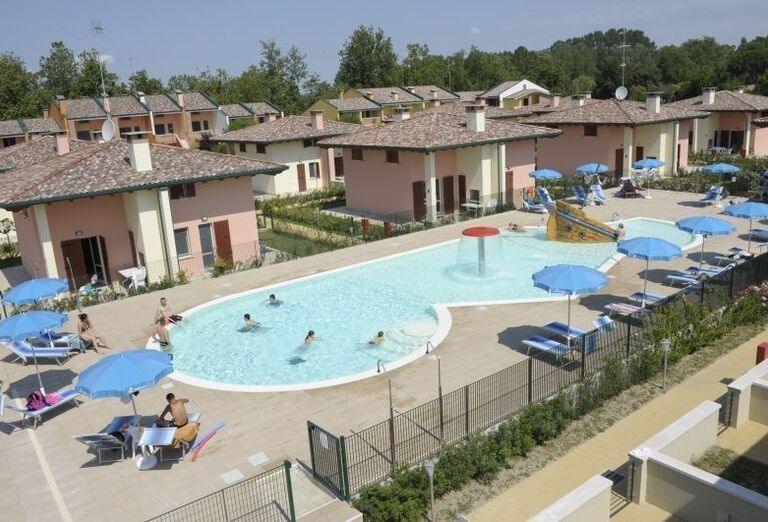 Bazén v rezidencii Airone Bianco