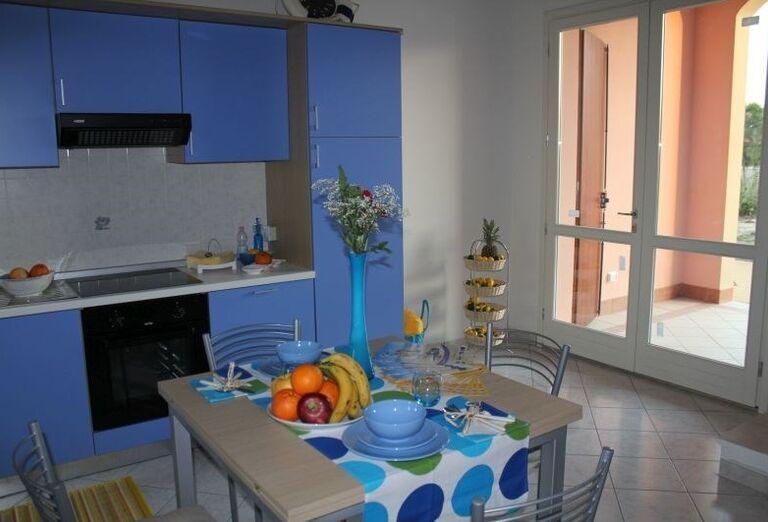 Modrá kuchynská linka v rezidencii Airone Bianco