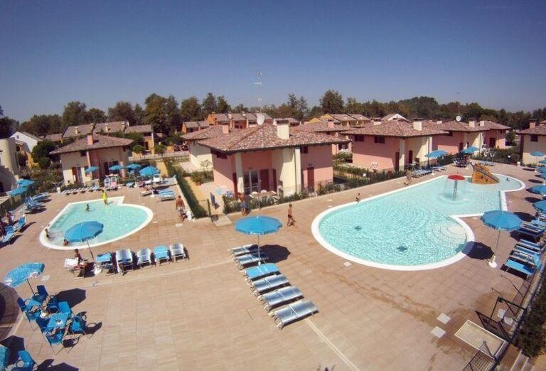 Komplex bazénov v rezidencii Airone Bianco