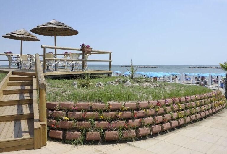 Posedenie s výhľadom na more v rezidencii Airone Bianco