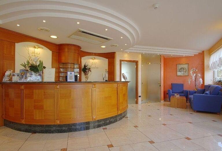 Recepcia v hoteli Londra
