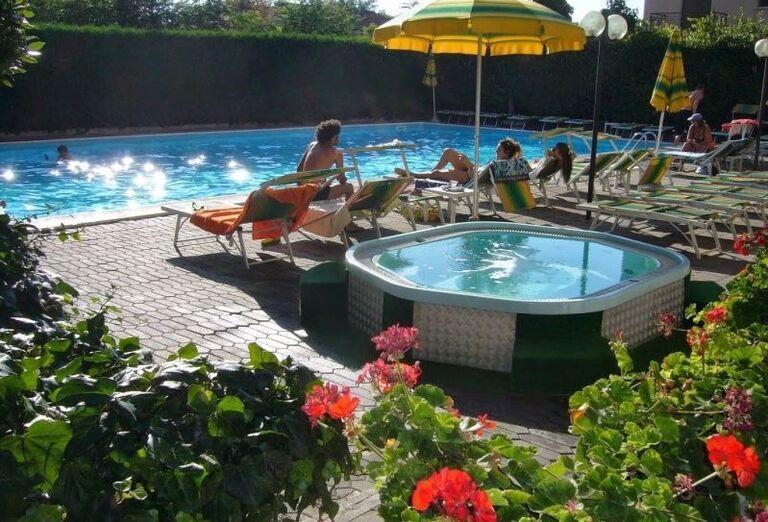 Vírivka a bazén v hoteli El Cid Campeador