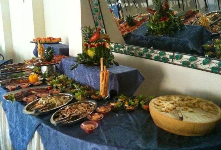Bufetové stoly v hoteli Ricchi